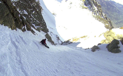Monte Emilius NW Couloir snowboard descent by Capozzi and Herry