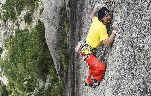 Val di Mello, Simone Pedeferri climbs new route on Scoglio della Metamorfosi