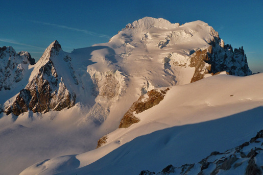 Dôme de Neige des Écrins, avalanche kills 7 alpinists in French Alps