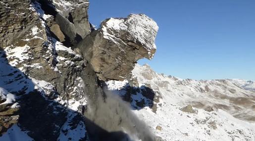 Massive rockfall from Rocher du Mel de la Niva in Switzerland