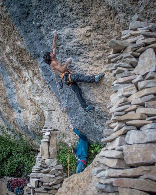 Jon Cardwell climbs Biographie at Céüse in France