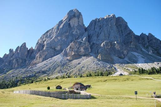 Walking in the Dolomites: the Peitlerkofel circular walk