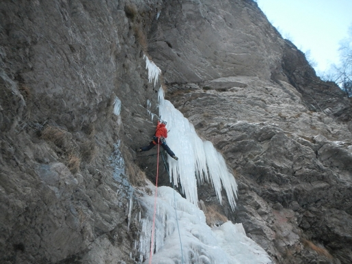New Dolomites icefall La Pissa climbed by Luca Vallata and Santiago Padrós