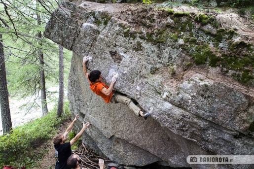 Bouldering in Valle dell'Orco and the Orcoblocco climbing meeting