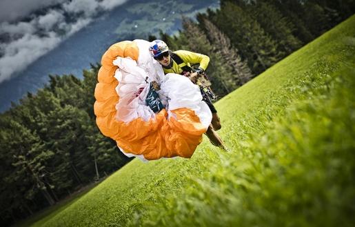 Red Bull Dolomitenmann, Aaron Durogati primo nel parapendio