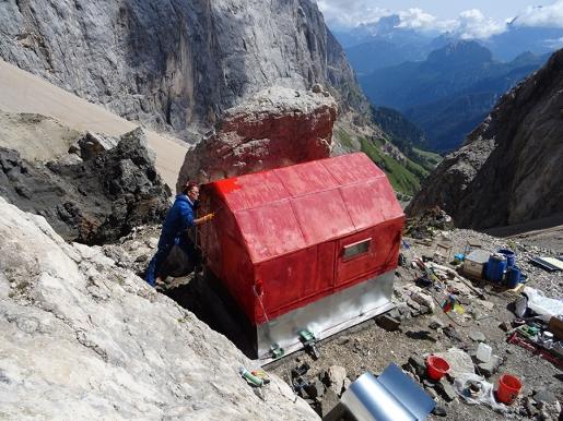 Bivacco dal Bianco al Passo Ombretta in Marmolada, completati i lavori di manutenzione