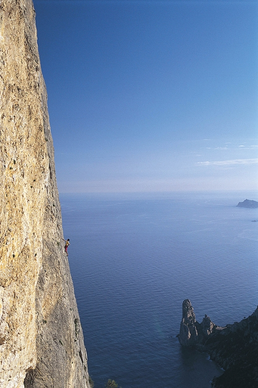 Mediterraneo up Punta Giradili, climbing between Sardinia's sky and sea