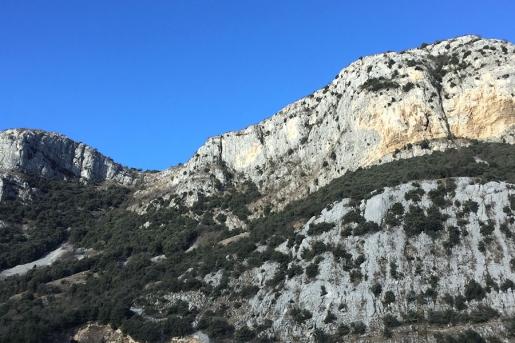 Lo Specchio, una falesia per arrampicare sopra la Val d'Adige