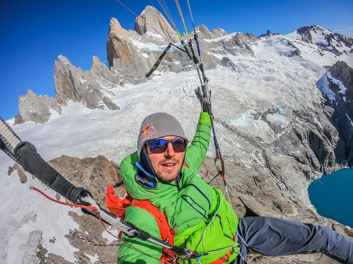 Paragliding in Patagonia, Aaron Durogati makes Fitz Roy flyby