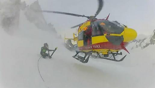 Vallée Blanche fortuitous crevasse rescue