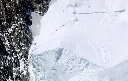 Mont Blanc: Edmond Joyeusaz skis Brenva Face Comino-Grassi route