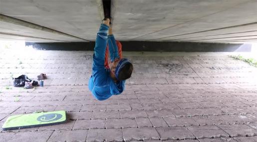 L'arrampicata in fessura sotto il cavalcavia a Edimburgo