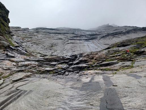 Un'avventura selvaggia sull'isola di Moskensøya nelle Lofoten per Juho Knuuttila e Misha Mishin