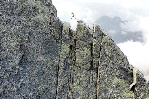 Filip Babicz climbs Pizzo Badile North Ridge in 43 minutes