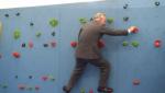 Arrampicata reale: il principe Carlo si dà al boulder!