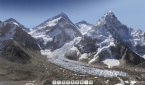 Everest and the Khumbu glacier... from the monitor