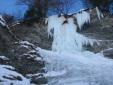 Arrampicare sulle cascate di ghiaccio in Valle Varaita