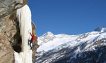 Ice climbing oltre Cogne