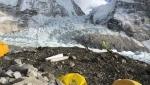 Everest, sguardi al campo base del tentativo di salita invernale di Alex Txicon