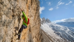 Simon Gietl makes free solo of Lacedelli Cima Scotoni, Dolomites