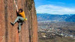 Florian Riegler libera Skinwalker, difficile fessura d'arrampicata trad a Bolzano