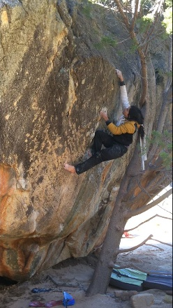 Charles Albert scalzo su Monkey Wedding 8C a Rocklands